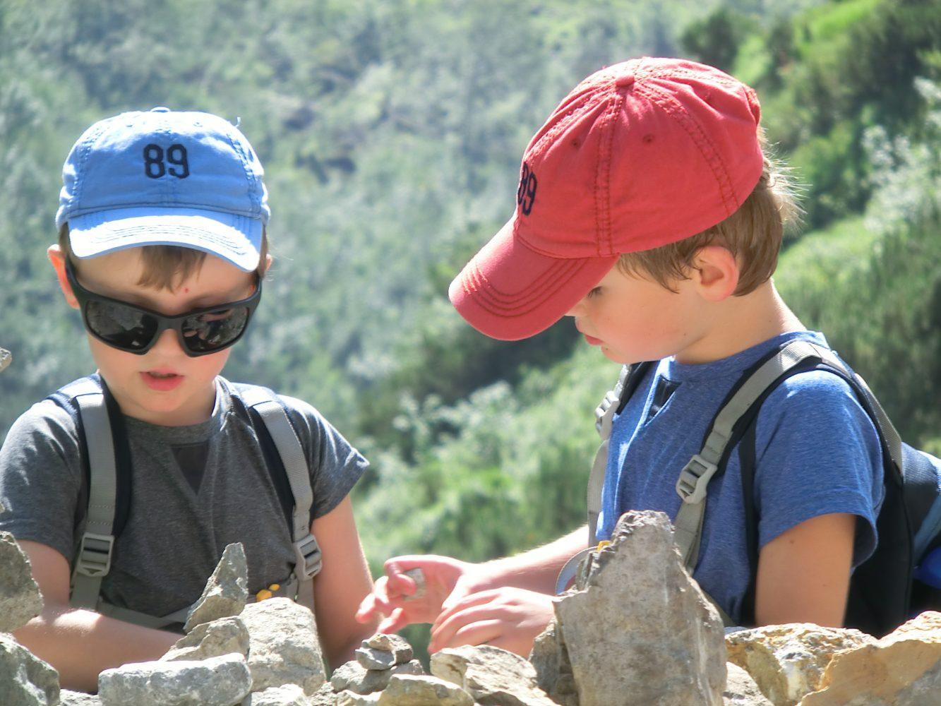 Stein-Manderl waren schon immer interessant - besonders wenn man sie umwerfen und wieder aufbauen kann