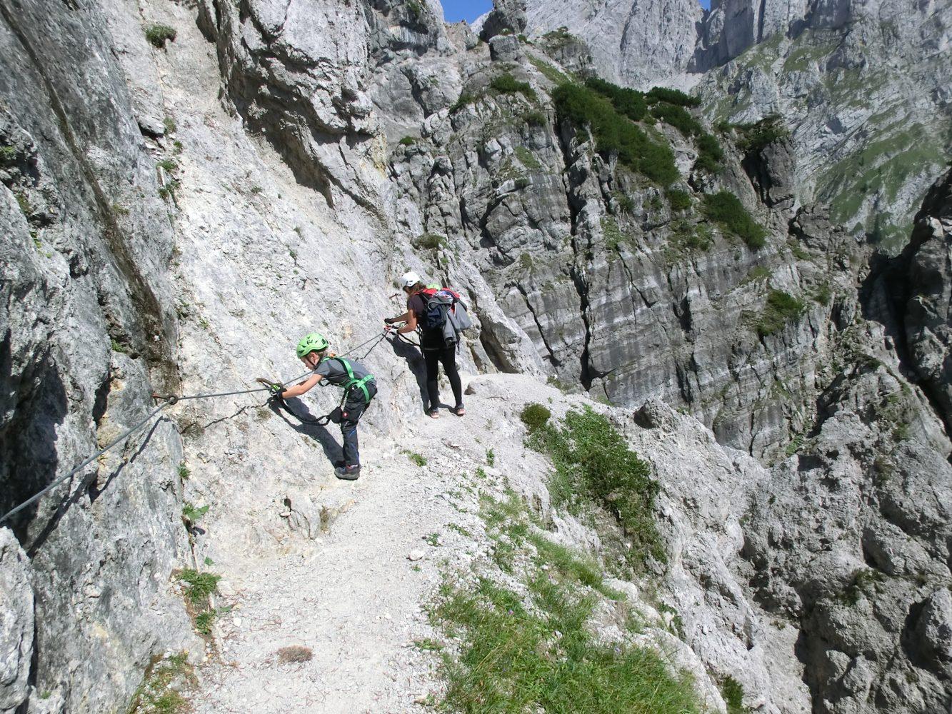 mit den Kids am Klettersteig zu gehen, ist mit kaum etwas anderem vergleichbar - Familie pur